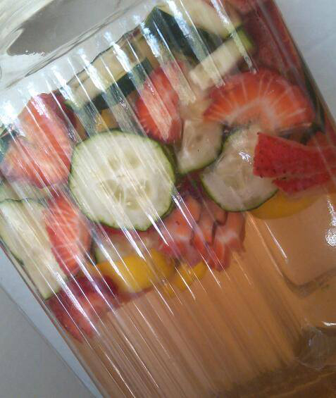 cucumber-strawberry-water